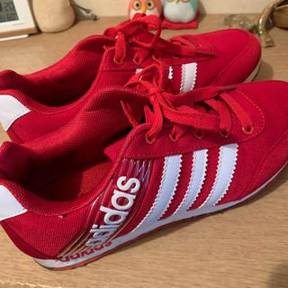 アディダス(adidas)の赤スニーカー(スニーカー)