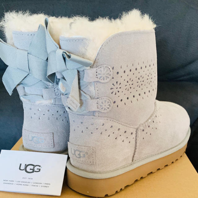 UGG(アグ)の新品未使用 正規品 UGG アグ ショートブーツ US8 25cm ブーツ  レディースの靴/シューズ(ブーツ)の商品写真
