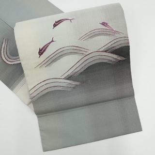《綴れ『帝王紫』青海波に跳ねるイルカ名古屋帯■グレー◆正絹着物◆NH1-10》(帯)