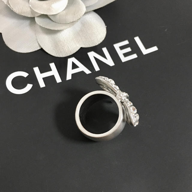 CHANEL(シャネル)の正規品 シャネル 指輪 リボン ココマーク ラインストーン シルバー リング 2 レディースのアクセサリー(リング(指輪))の商品写真