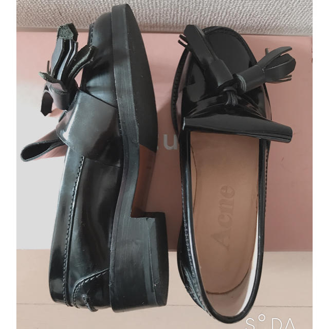 ACNE(アクネ)のタッセルローファー アクネストゥディオス 35 レディースの靴/シューズ(ローファー/革靴)の商品写真