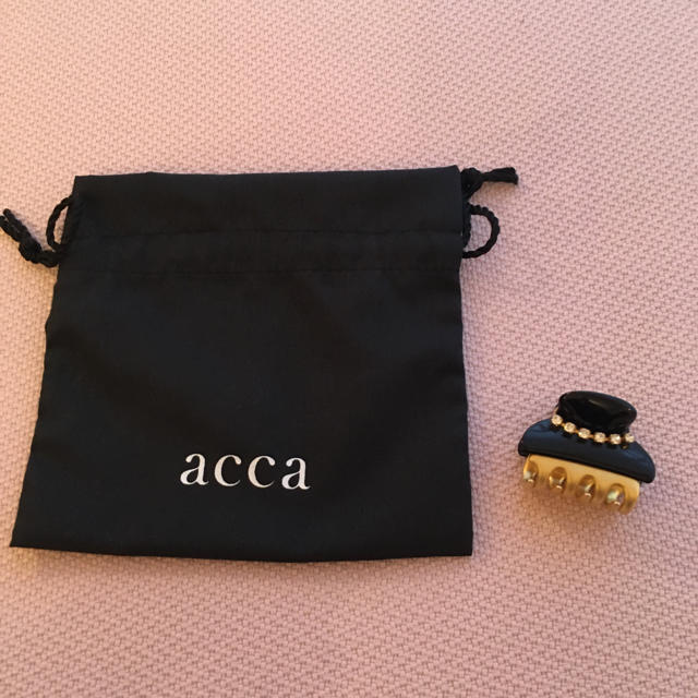 acca(アッカ)の新品 acca  クリップ スワロフスキー アッカ 保存袋 レディースのヘアアクセサリー(バレッタ/ヘアクリップ)の商品写真