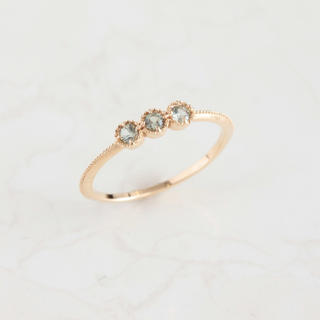 K10 3粒 天然石 カットピンキーリング グリーンサファイヤ(リング(指輪))