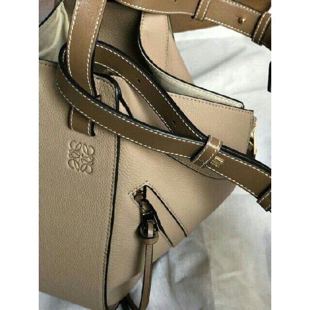LOEWE(ロエベ)のLOEWE ロエベ ミニ ハンモック DW ライトオート レディースのバッグ(トートバッグ)の商品写真