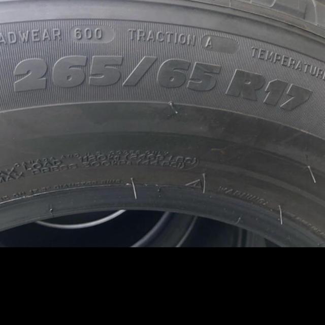 プラド純正タイヤ 新車外し 265/65 R17 150後期 自動車/バイクの自動車(タイヤ)の商品写真