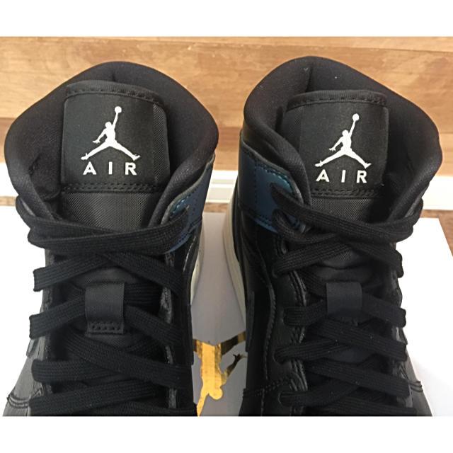 NIKE(ナイキ)の限定品 NIKE WMNS AIR JORDAN 1 MID 希少 メンズの靴/シューズ(スニーカー)の商品写真