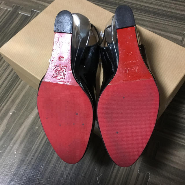 Christian Louboutin(クリスチャンルブタン)のルブタンバックバンドパンプス レディースの靴/シューズ(ハイヒール/パンプス)の商品写真