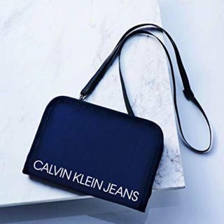 Calvin Klein - 【未開封発送】smart2月号付録 ショルダーストラップ付きポーチ