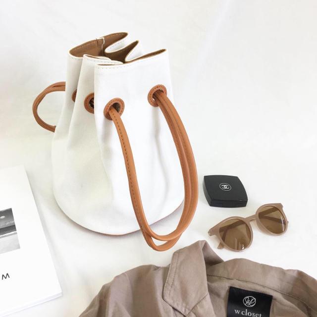 Mila Owen(ミラオーウェン)の限定販売!巾着型2wayバック&綺麗色サングラス2点セット レディースのバッグ(ショルダーバッグ)の商品写真