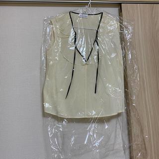 レッドヴァレンティノ(RED VALENTINO)の新品同様!レッドヴァレンティノのシルク(シャツ/ブラウス(半袖/袖なし))