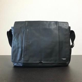 トゥミ(TUMI)のTUMI メッセンジャーバッグ 本革 正規品 付属品付き トレイサー登録可(メッセンジャーバッグ)