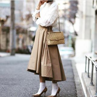 ツルバイマリコオイカワ(TSURU by Mariko Oikawa)のSHE tokyo ボリュームスカート38 ベージュ 美品クリーニング済(ロングスカート)