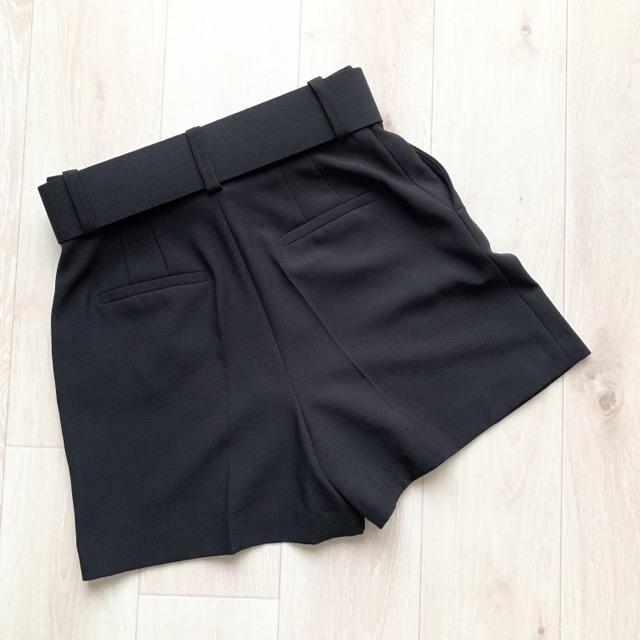 ZARA(ザラ)のZARA BASIC ショートパンツ  ブラック レディースのパンツ(ショートパンツ)の商品写真