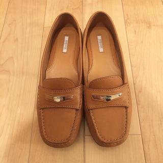 コールハーン(Cole Haan)の上品なデザイン、ソールは性能抜群の革靴!GEOX(ローファー/革靴)