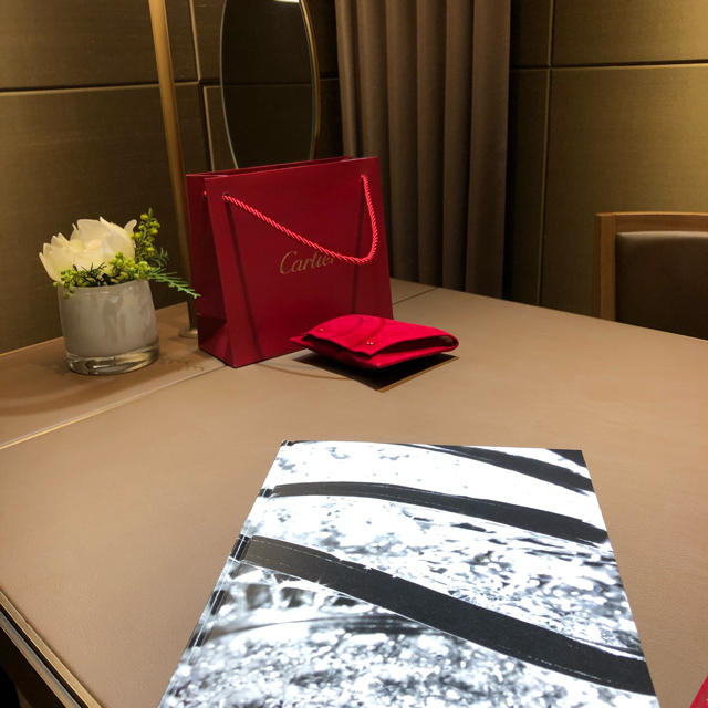 Cartier(カルティエ)のカルティエ タンクアメリカン 18K ホワイトゴールド 美品 レディースのファッション小物(腕時計)の商品写真