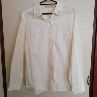 セシール(cecile)の白ワイシャツ ビジュー付★レディースLL★中古美品(シャツ/ブラウス(長袖/七分))
