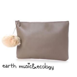 アースミュージックアンドエコロジー(earth music & ecology)のアースミュージック アース ポンポン付 クラッチバッグ レディース バッグ(クラッチバッグ)