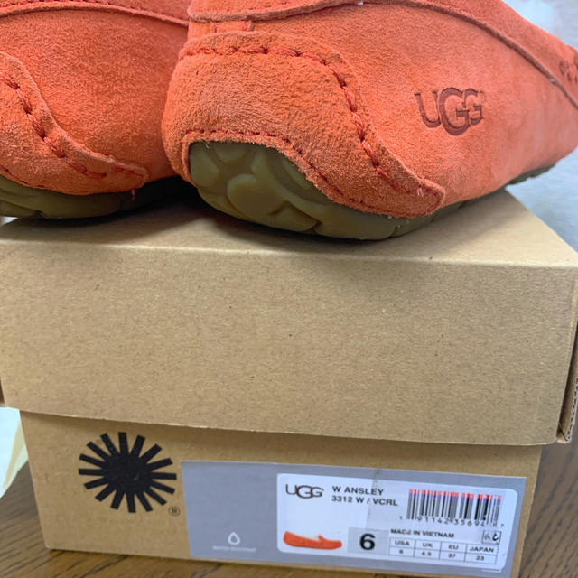 UGG(アグ)の☆新品未使用☆UGG アグ モカシン レディースの靴/シューズ(スリッポン/モカシン)の商品写真