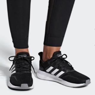 アディダス(adidas)のadidas FALCONRUN W 23.5cm コアブラック × ホワイト(スニーカー)