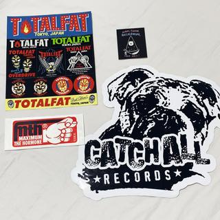 ワンオクロック(ONE OK ROCK)のステッカー TOTALFATマキシマムザホルモンCATCH ALLアイドルパンチ(ミュージシャン)