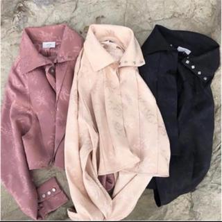 アリシアスタン(ALEXIA STAM)のjuemi CNjacquard Satin Short Shirt BLACK(シャツ/ブラウス(長袖/七分))