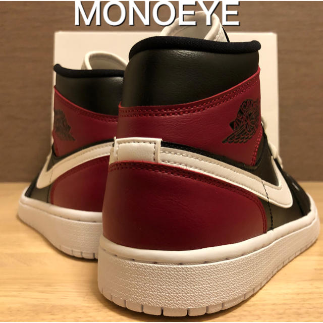 NIKE(ナイキ)のナイキ ウィメンズ ジョーダン 1 ミッド ブラック ホワイト ノーブルレッド レディースの靴/シューズ(スニーカー)の商品写真