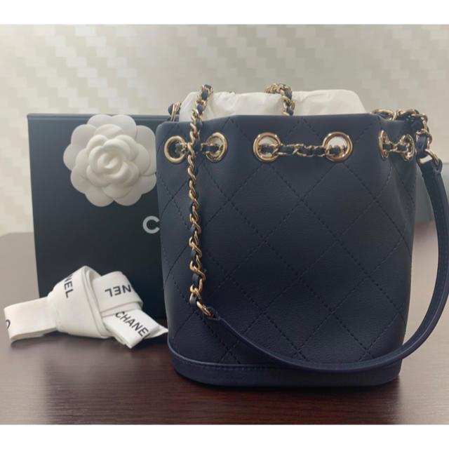 CHANEL(シャネル)のCHANEL カーフ スモール ドローストリングバック レディースのバッグ(ショルダーバッグ)の商品写真