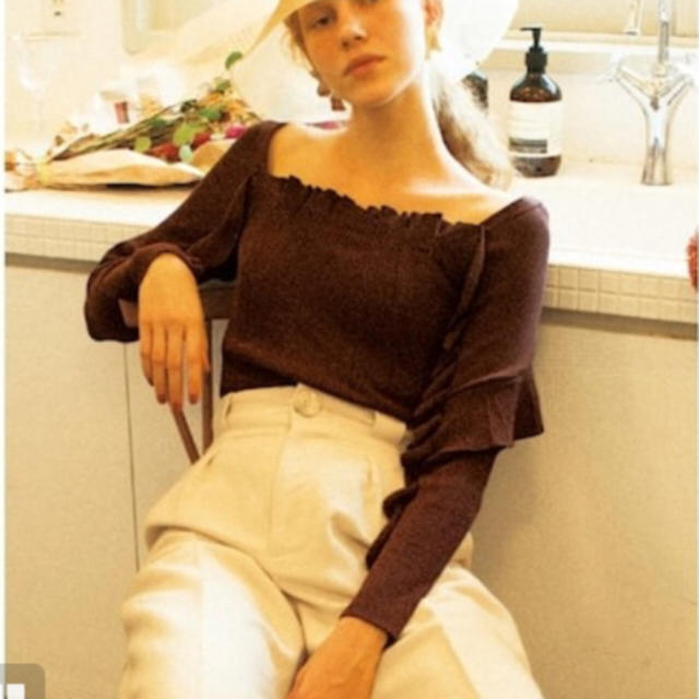 snidel(スナイデル)の❤️完売品❤️ スナイデル フリルディテールニットプルオーバー 茶 ♡ レディースのトップス(ニット/セーター)の商品写真