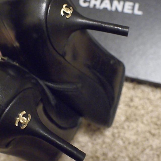 CHANEL(シャネル)の☆CHANEL☆ お上品 ピンヒール ブーティ 37.5  レディースの靴/シューズ(ブーティ)の商品写真