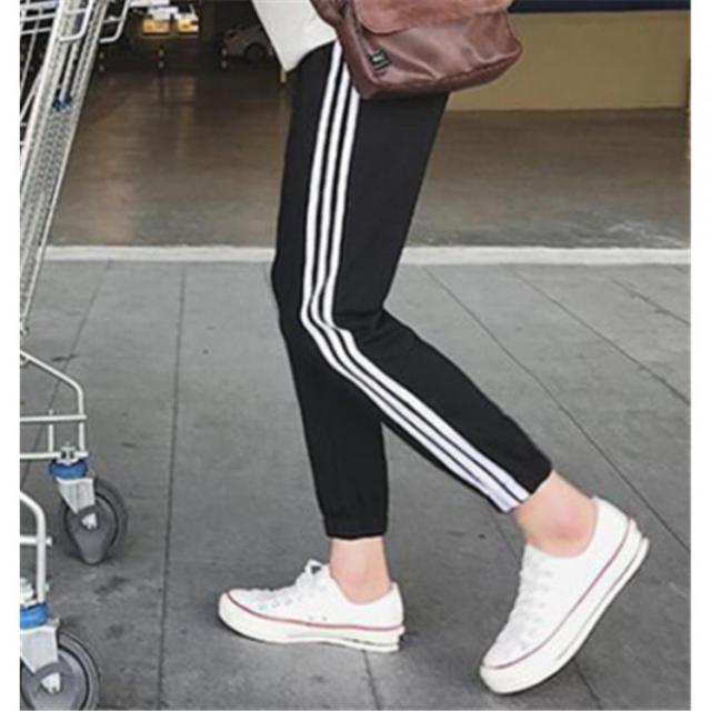 お買い得ヘビロテ必至! 3ライン ジョガーパンツ ジャージ メンズのパンツ(ワークパンツ/カーゴパンツ)の商品写真