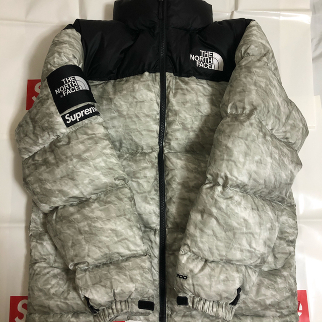 Supreme(シュプリーム)のSupreme North Paper Print Nuptse Jacket メンズのジャケット/アウター(ダウンジャケット)の商品写真