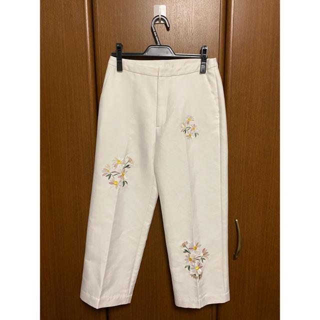 Chesty(チェスティ)のチェスティ Chesty パンツ花柄 刺繍  レディースのパンツ(カジュアルパンツ)の商品写真