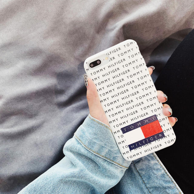 TOMMY HILFIGER(トミーヒルフィガー)のトミーフィルフィガー  iPhoneケース 白  最新サイズもあります スマホ/家電/カメラのスマホアクセサリー(iPhoneケース)の商品写真