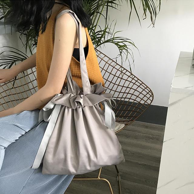 ZARA(ザラ)のレディース ショルダーバッグ リボン付き ショルダーバッグ  巾着:グレー レディースのバッグ(ショルダーバッグ)の商品写真