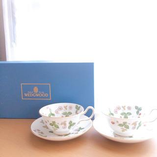 ウェッジウッド(WEDGWOOD)のウエッジウッド ワイルドストロベリー ティーカップ&ソーサー2セット(グラス/カップ)