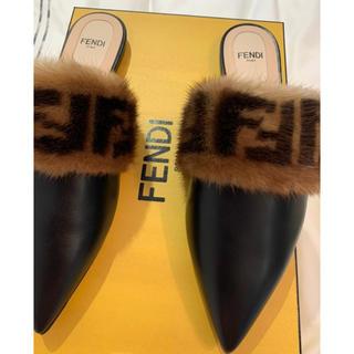 フェンディ(FENDI)の新品 FENDI フェンディ ファー スライドサンダル ブラック ロゴ 36(サンダル)