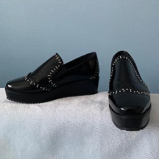 フィン(Fin)の厚底 ローファー スタッズ  プラットフォーム 革靴 (ローファー/革靴)
