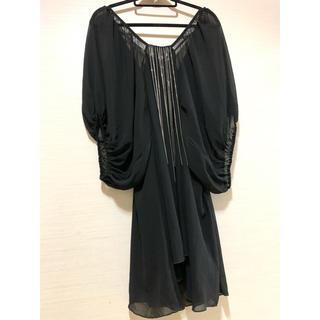 ラミア(LAMIA)のCHIC。チェーン付き シフォン ドレス ワンピ。未使用!(ミディアムドレス)