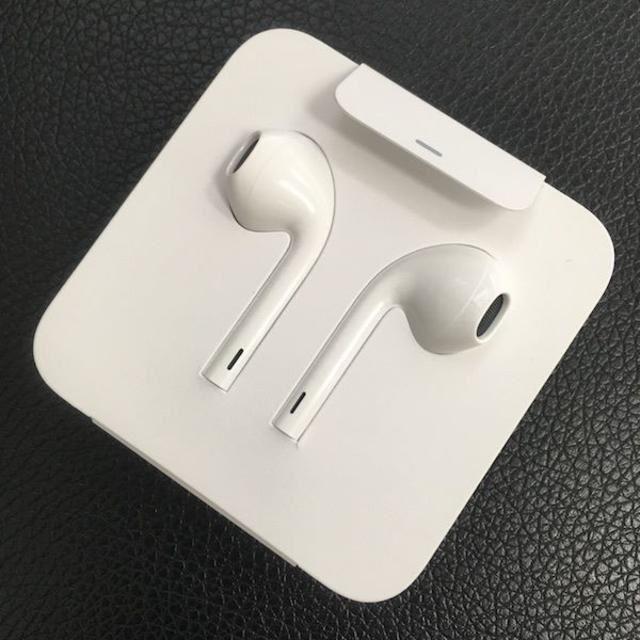 Apple(アップル)のiPhone 純正 イヤフォン 7 スマホ/家電/カメラのオーディオ機器(ヘッドフォン/イヤフォン)の商品写真