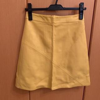 ザラ(ZARA)のZARA ザラ イエローフェイクレザースカート XS 台形ミニスカート 黄色(ひざ丈スカート)