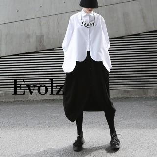 メルロー(merlot)のホワイト 変形 スカラップ 無地 シャツ(シャツ/ブラウス(長袖/七分))