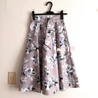 JUSGLITTY - 美品‼︎  ジャスグリッティー ベルト付フラワープリントスカート ブルー