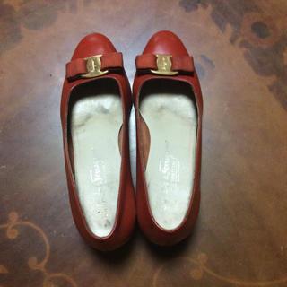 フェラガモ(Ferragamo)のフェラガモ  ヴァラシリーズ  バレエシューズ   ブラウン(ローファー/革靴)