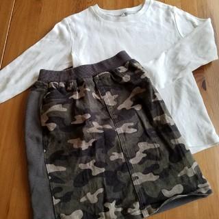 GU - GUスカートとUNIQLO長袖Tシャツのセット