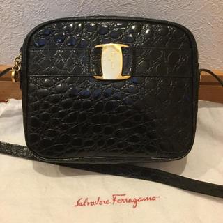Ferragamo - フェラガモ ヴァラ  リボン クロコ型押し ショルダーバッグ 良品 黒