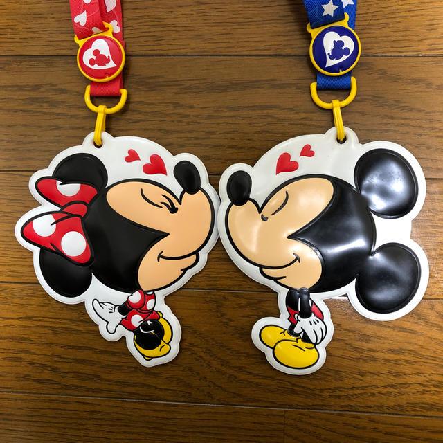 Disney(ディズニー)のディズニーランドパスポート入れセット エンタメ/ホビーのおもちゃ/ぬいぐるみ(キャラクターグッズ)の商品写真