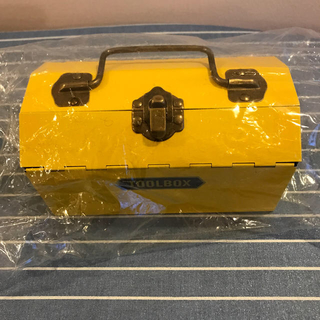カルディ(KALDI)のカルディ   ツールボックス缶 イエロー 新品未開封(菓子/デザート)