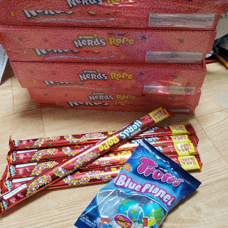 ネスレ(Nestle)のnerds rope ナーズロープ レインボー5本+地球グミ1袋4個(菓子/デザート)