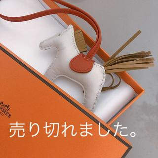 Hermes - ❤️HERMES❤️白 ロデオ(クレ×ゴールド)チャーム PM