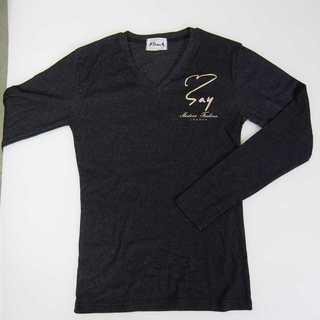 【新品】Vネック ワンポイント 長袖 ダークグレー L SAY (T06)(Tシャツ/カットソー(七分/長袖))